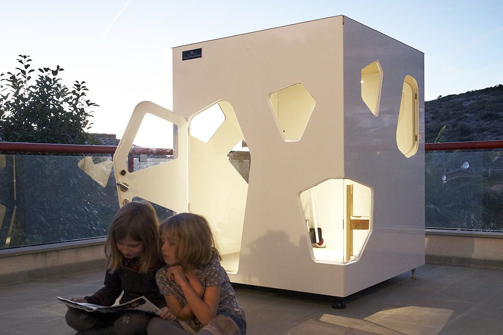 playhouse Kyoto mini with girl