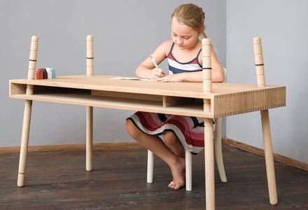 Adjustable oak table for kids