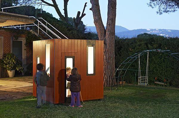 cabane en bois avec lumière