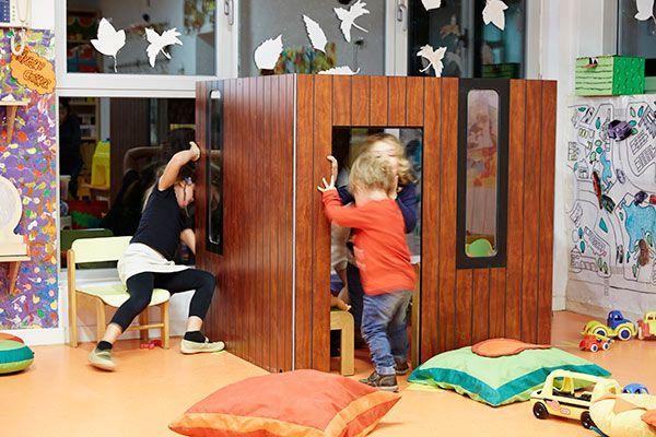 Cabane enfant en bois hobikken indoor smartplayhouse for Cabane enfant interieur